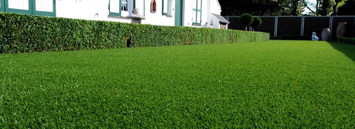 Kunstgras leggen bekijk het aanbod kunstgras van gedimat for Kostprijs zwembad plaatsen